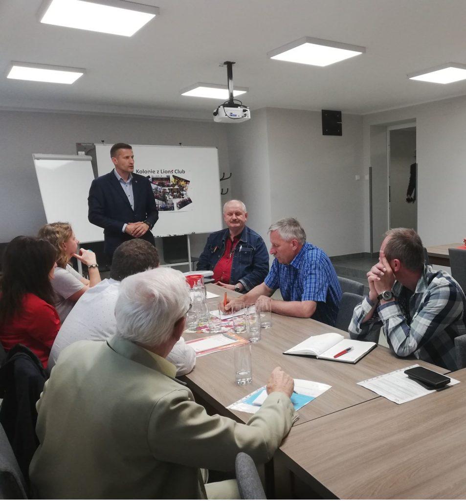 Zdjęcie ze spotkania organizacyjnego w sprawie kolonii letnich